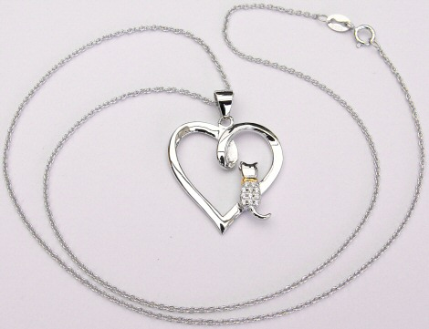 love-white-cats-necklace2.jpg